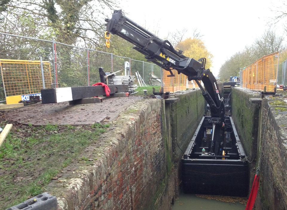 page-crane-boat-narrow-3